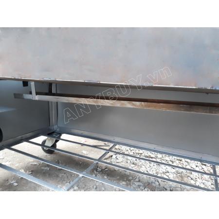 Máng lò nướng được thiết kế máng thoát mỡ giữa lòng lò