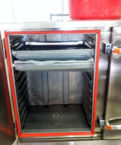 Bên trong tủ nấu cơm điện 8 khay