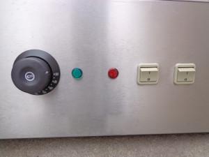 Điều khiển nhiệt, công tắc, đèn báo của tủ
