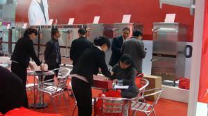 Tại hội chợ khách hàng có thể đặt những mặt hàng mình chọn