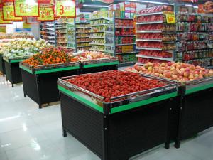 Kệ trưng bày hoa quả trong siêu thị