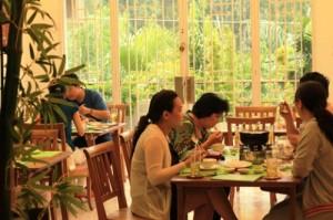 Định vị sai nhu cầu khách hàng mục tiêu là một trong những nguyên nhân khiến nhiều nhà hàng, quán ăn lỗ nặng. Ảnh: Minh Thư.