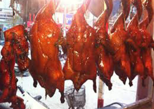 'Vịt quay Bắc Kinh' thơm giòn từ thịt thối.