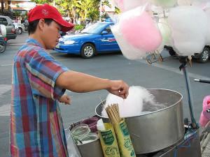 Xe bán kẹo bông dạo