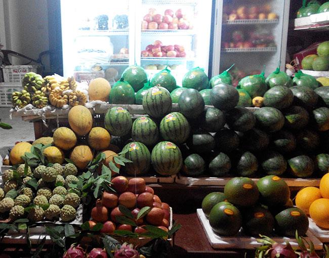 Hoa quả tại cửa hàng