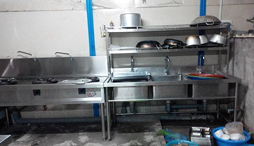 Bếp Á, bàn inox trong bếp