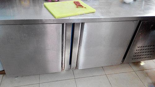 Bàn mát trong nhà bếp