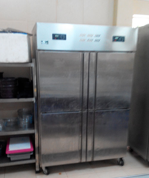 Tủ đông inox trong nhà bếp