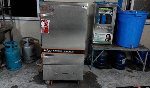 Tủ nấu cơm điện và gas trong bếp