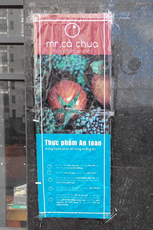 Quảng cáo bên ngoài cửa hàng