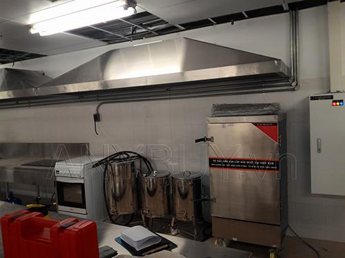 Tủ nấu cơm điện 12 khay lắp đặt trong nhà bếp của Sóng Việt