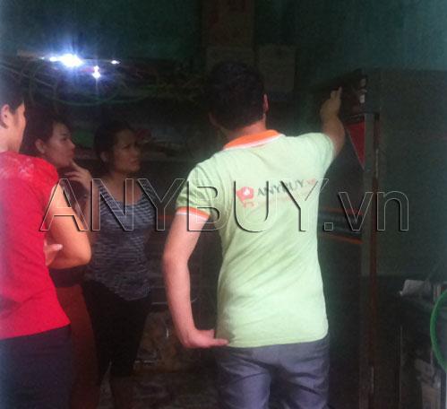 Nhân viên của ANY Việt Nam hướng dẫn sử dụng tủ nấu cơm cho nhà bếp