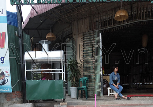 Tửu Quán không chỉ nổi tiếng vì thức ăn ngon mà còn có nhiều nhân viên xinh đẹp nhiệt tình